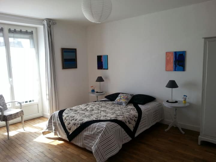 Chambre dans maison d'artistes. ...
