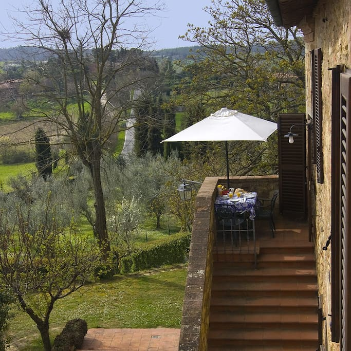 Giotto - Small private terrace for morning coffee or tean and dining al fresco