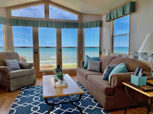 Wyldewood Beachfront, sleeps 6, with golf cart