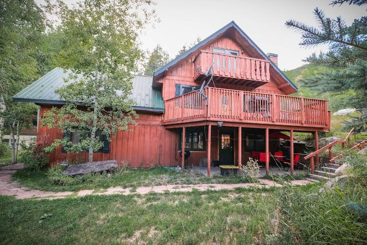 Cozy Cabin, Sleeps 6, Great Location CDC CLEAN