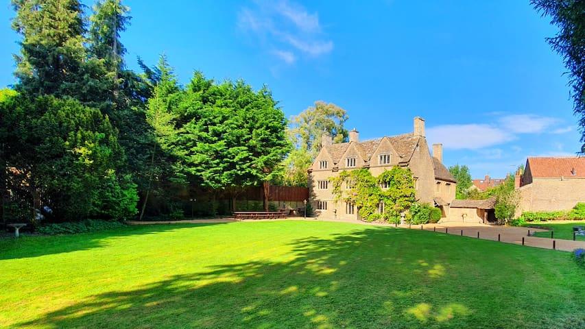 Stunning Elizabethan Manor & Adventure Playground