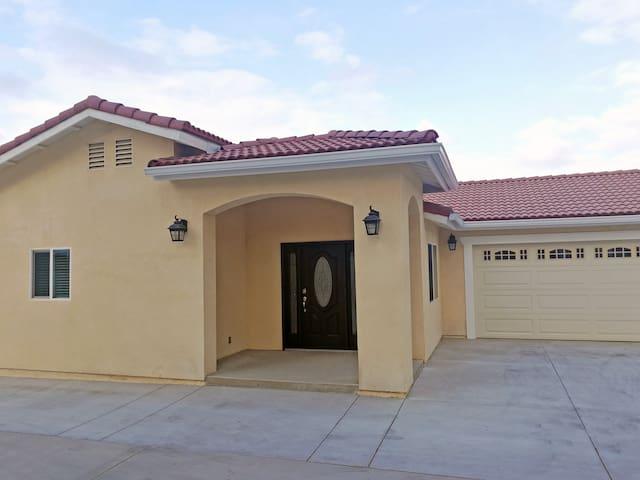 New Private Gated House -3bd/3ba 全新3房3浴私人住宅
