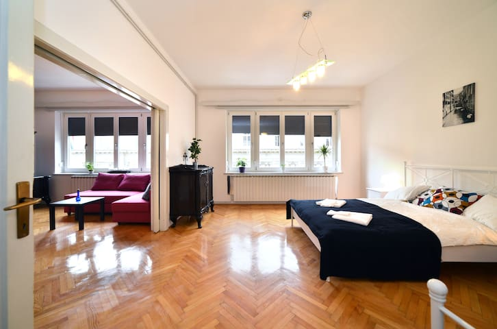 ZAGREB GRAND ENSUITE centrally located & spacious