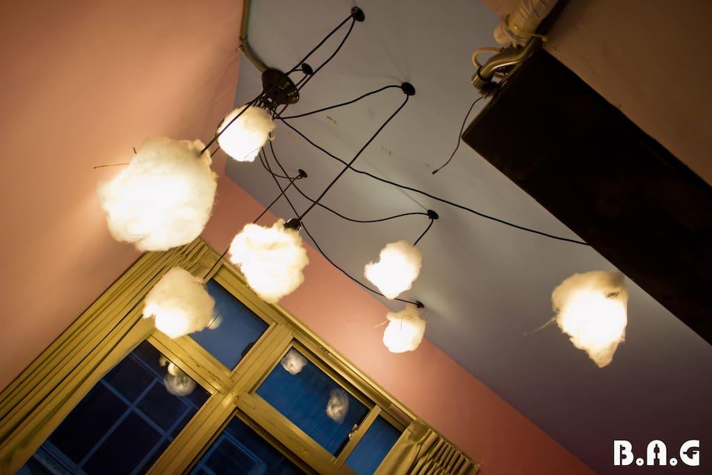 看溫暖的燈就知道為什麼叫棉花糖天空雙人房了