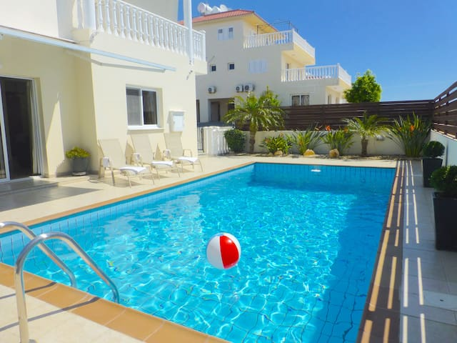 Luxury Nissi Golden Sands Villa (9) Free WiFi