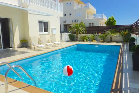 Luxury Nissi Golden Sands Villa (9) Free WiFi