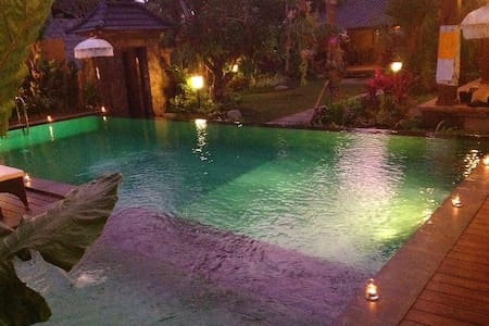 Ubud Unique Villas is a villa with spectacular views Garden and swimming pool.The villa location is great just 4 menit to ubud town, for those who seek a clean environment and enjoy nature.A peaceful and relaxing location
