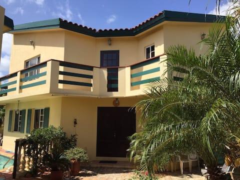 Private luxury villa on Aruba