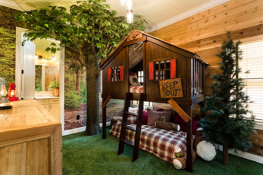 Treehouse bedroom... wow, this is MY KIND of roughing it!