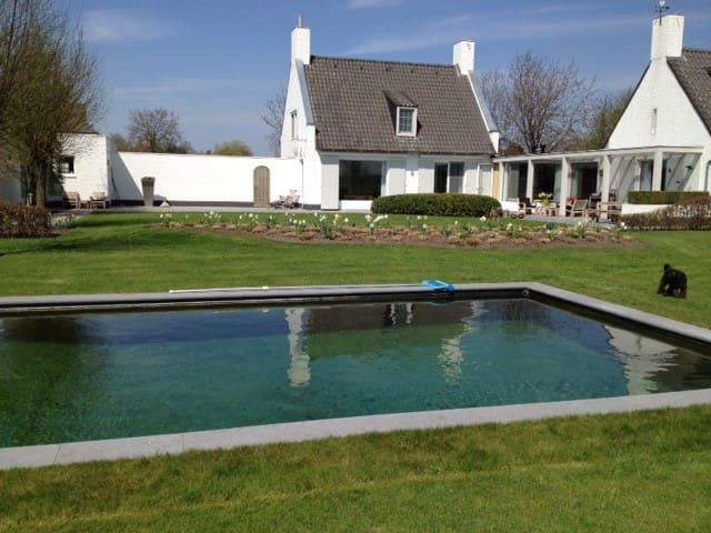 Charmant huis in buiten gebied - Poppel - Bed & Breakfast
