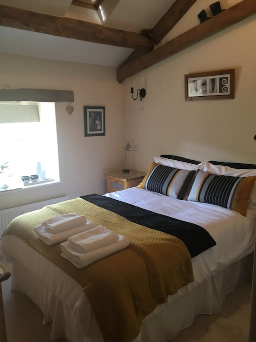 Guests bedroom with Egyptian cotton bedding