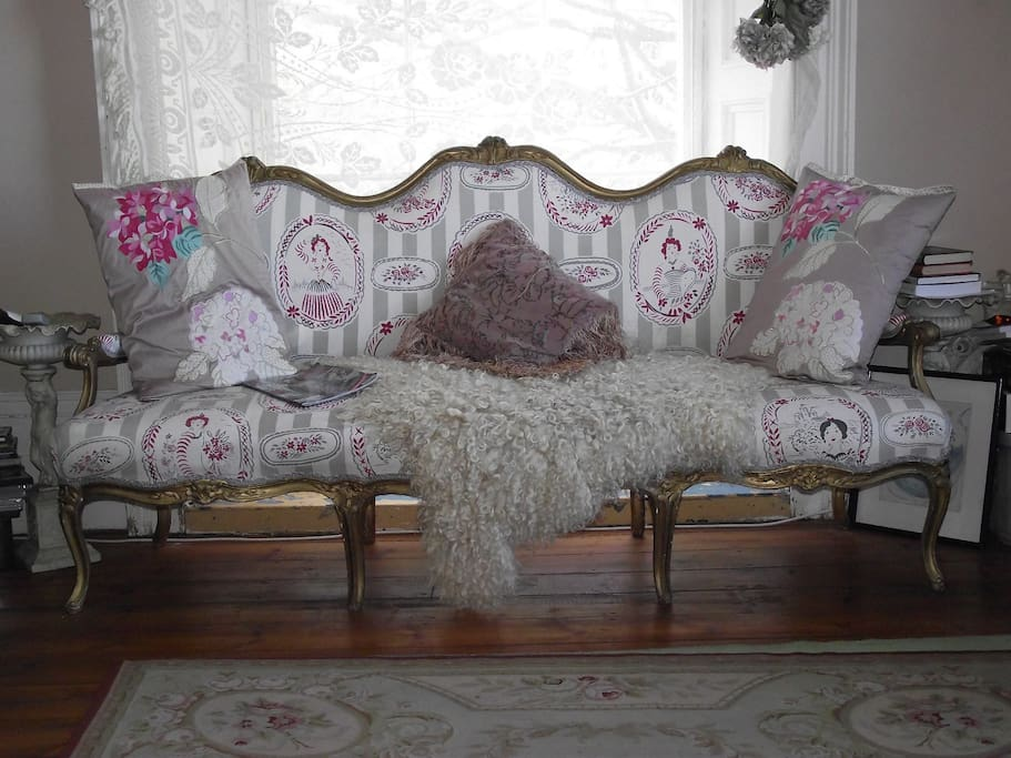 My Glamorous, pretty, sitting room with French furniture