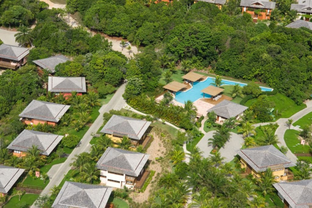 Located just in front of the Terravista Villas swimming pool with olympic lane, jacuzzi - and view to the beautiful flora and fauna of the rainforest