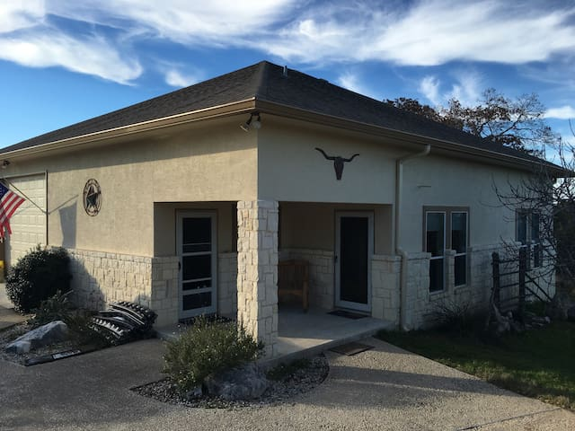 Clean, Quiet, Comfy and Convenient - Kerrville - Hus