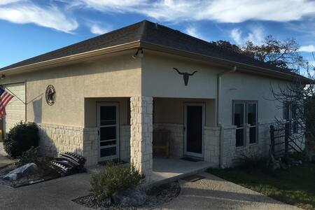 Clean, Quiet, Comfy and Convenient - Kerrville - House