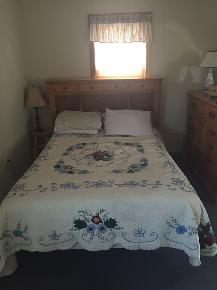 Master bedroom, queen sized bed