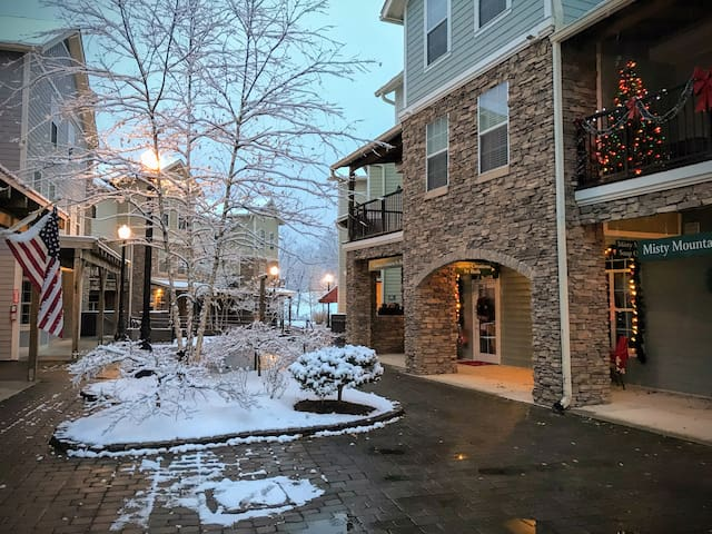New 2 Bedroom Condo in Gatlinburg / 3H