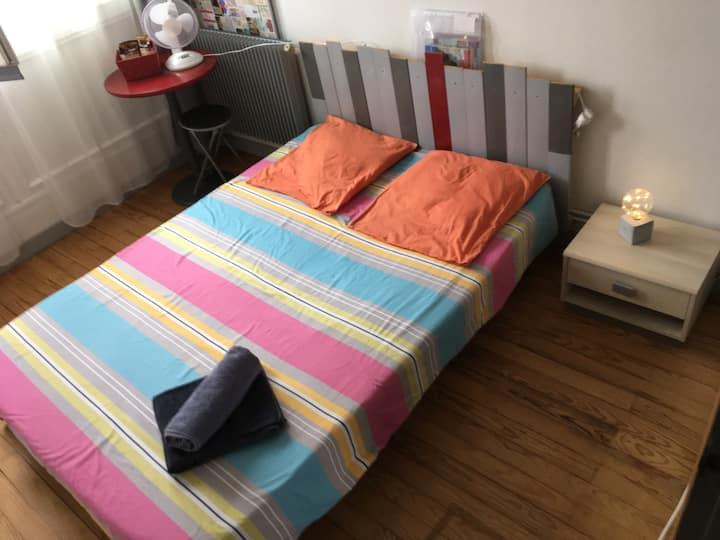 Petite chambre sympa ;-) Béziers centre