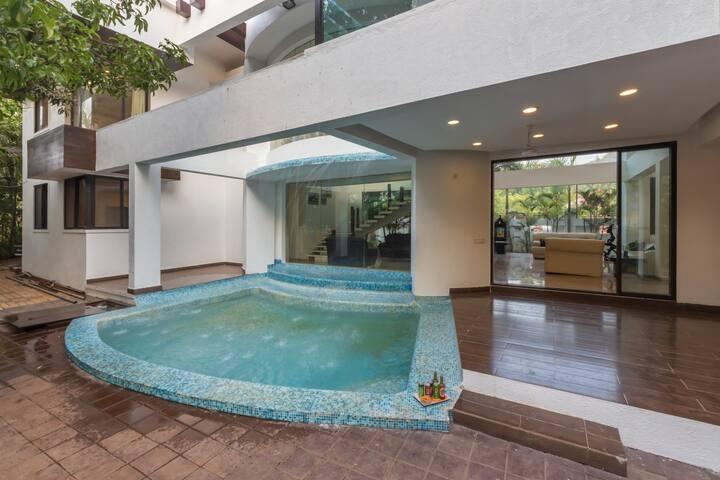 Vedanta, 5 BDR pool villa in lonavala