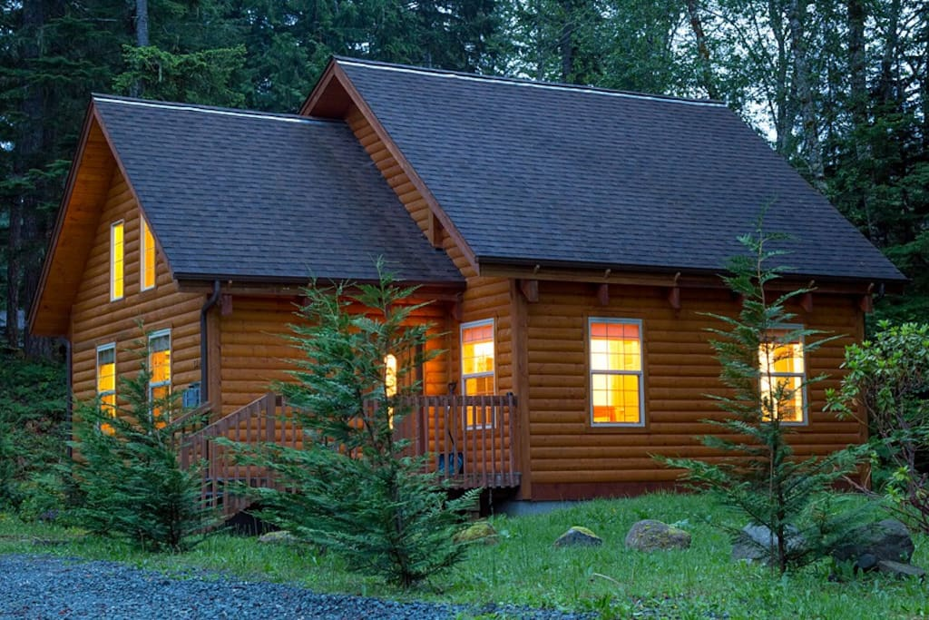 "All of the charm of a ""log-cabin,"" the modern Wildflower Cabin is well equipped for your enjoyment as you visit Mt. Rainier."