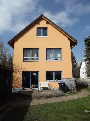 Familienhaus mit Garten und 1Katze - Radebeul - บ้าน