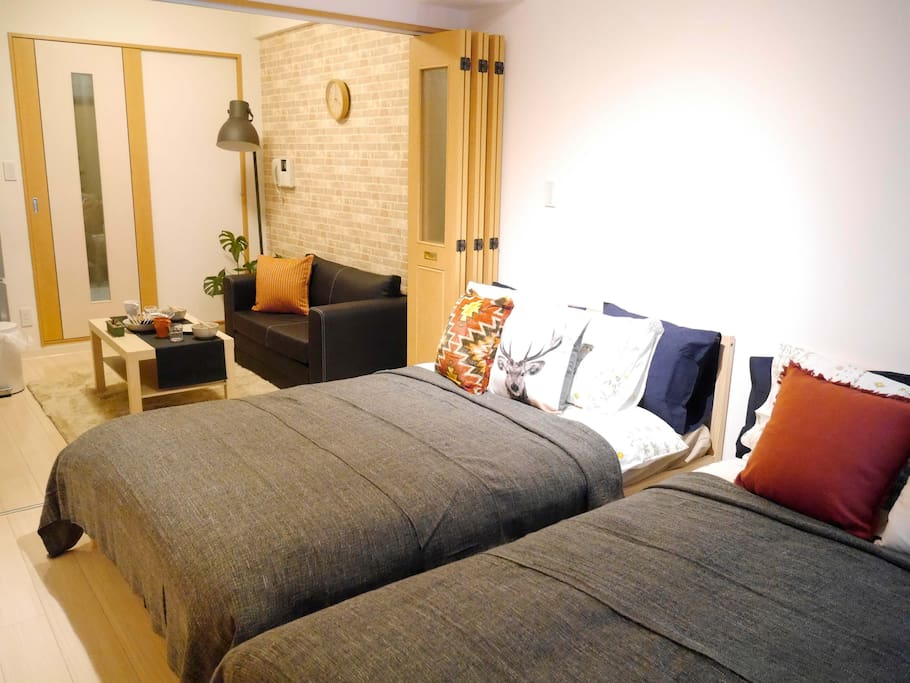 Now on time sell! I open this room in 2016/1/19 so for one week I do the sale of half price of one night!! Do not miss this opportunity!! 저절로 잠이 오는 침대와 저절로 앉고 싶어지는 소파! 10