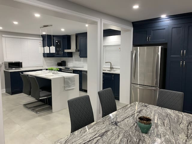 *Modern* Fully Renovated 4BD+2W House in Oakville!
