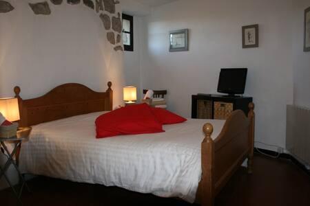 Belle chambre dans village médiéval - Évenos