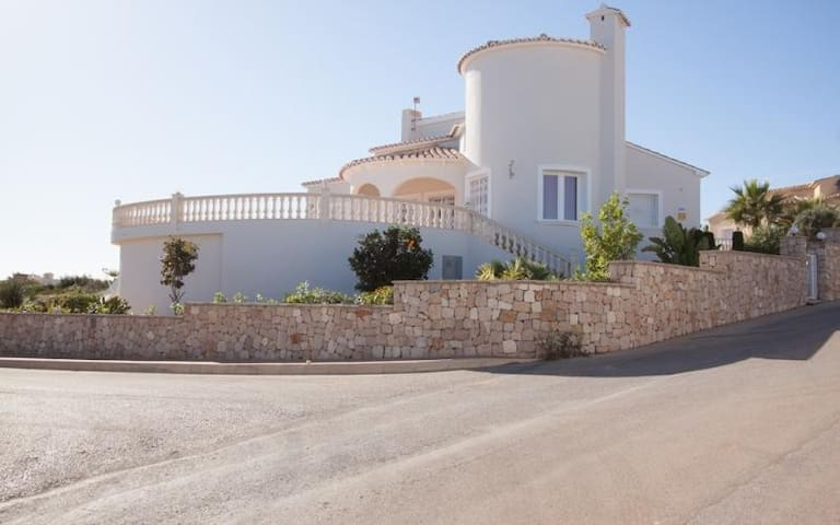Villa | 4 bedrooms | 3 Bathrooms | sleeps 8