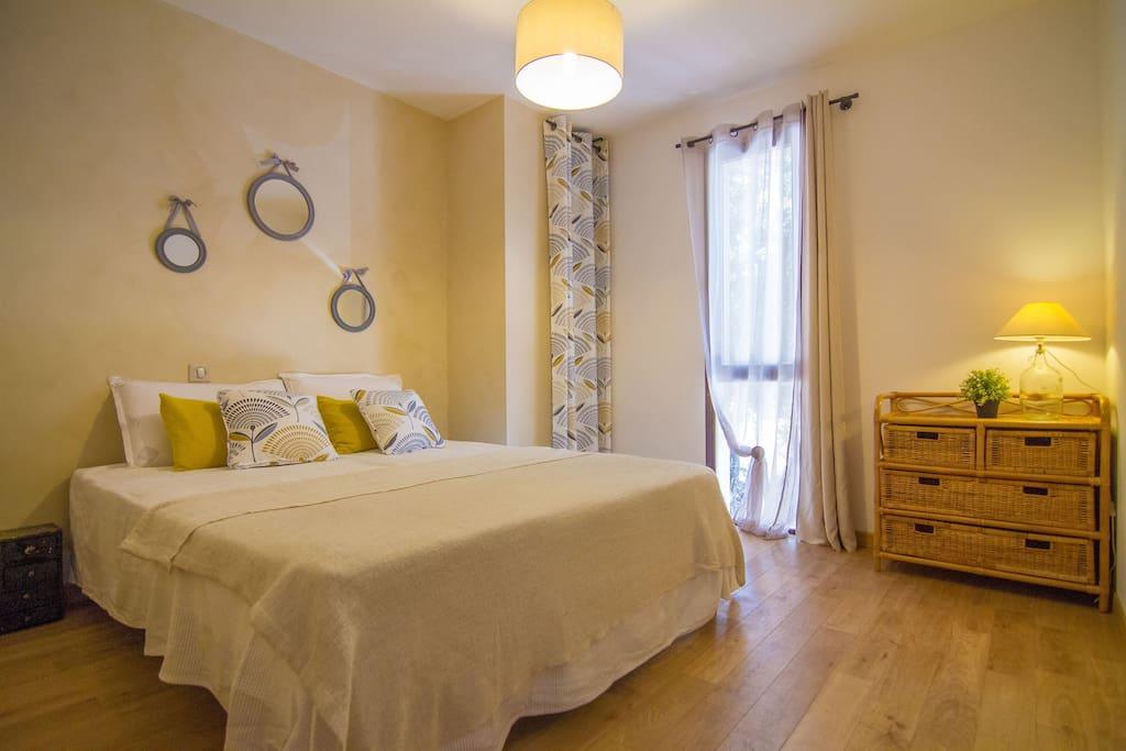 chambre 2 beige, peinture à la chaux, lits séparables
