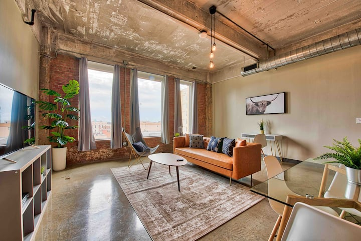 Radiant Downtown Loft By RBA LIVING