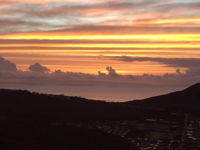 Beautiful upscale ocean view home in Hawaii Kai