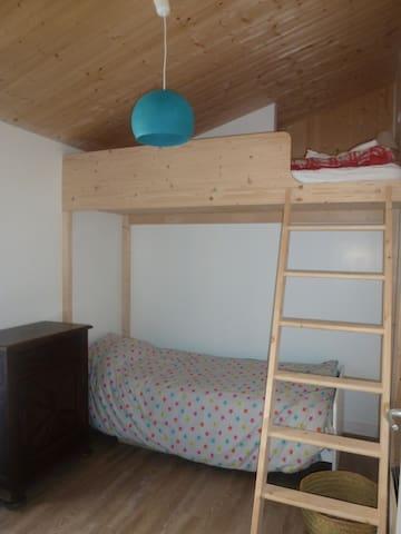 chambre 4 - lit mezzanine et lit simple 90*200