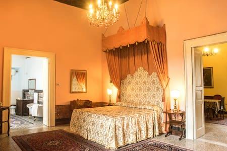 Castello di Caccuri: Suite del Duca - Caccuri - Istana