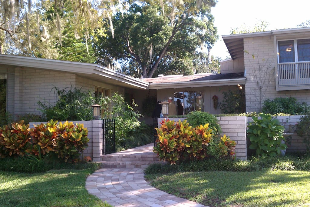 Mid century modern w pool houses for rent in orlando for New modern homes orlando