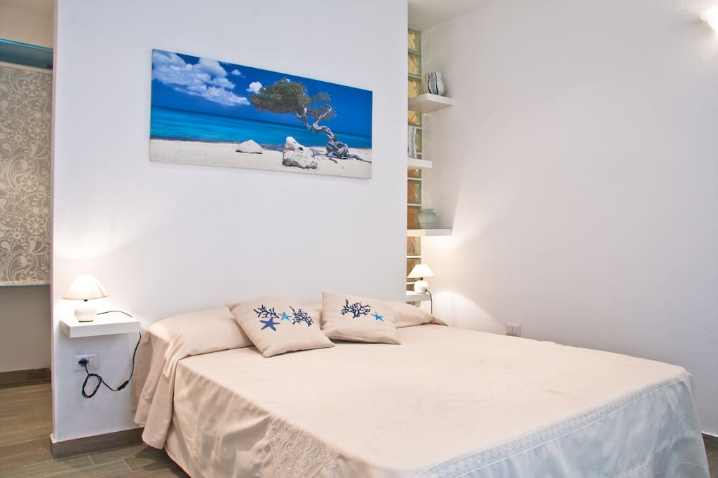 With terrace overlooking the sea chambres d 39 h tes for Chambre d hote sardaigne