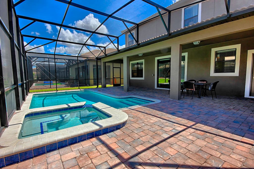 Sit on the deck loungers and soak in the Florida sunshine as you unwind on your vacation to Orlando. This extended pool deck has its own screened enclosure and extended deck to soak in the sunshine.