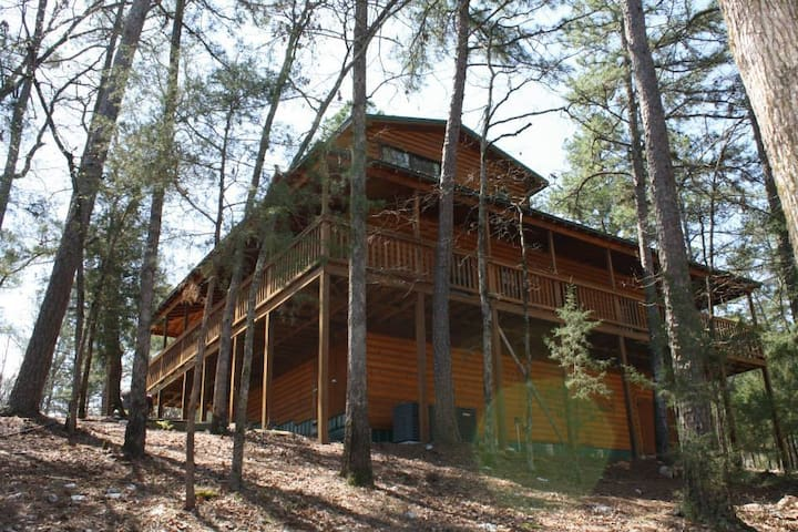 Secluded  log cabin in the Pines - Broken Bow - Ev