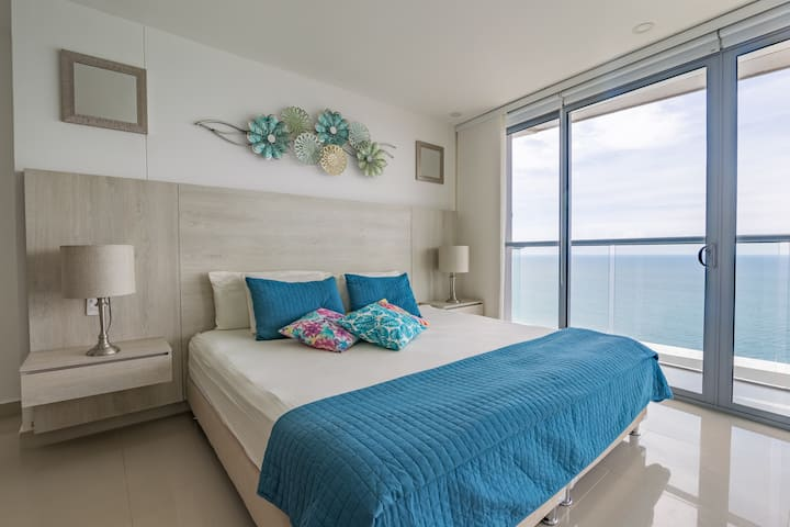 Beachfront luxury condo in 29th floor -Morros City