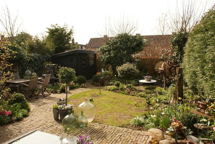 Spacious house with sunny garden - Weesp