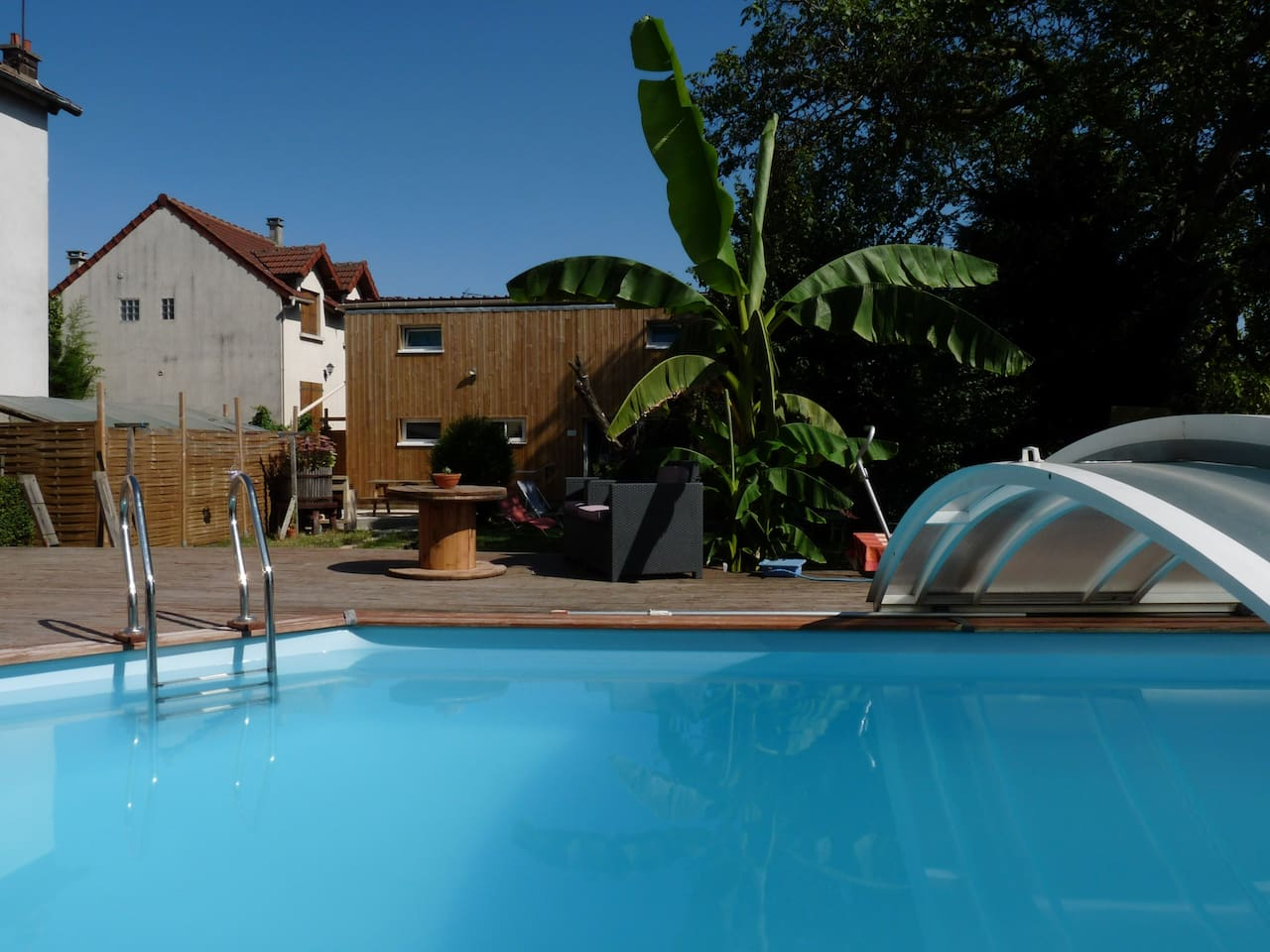 Vue sur le logement depuis la piscine