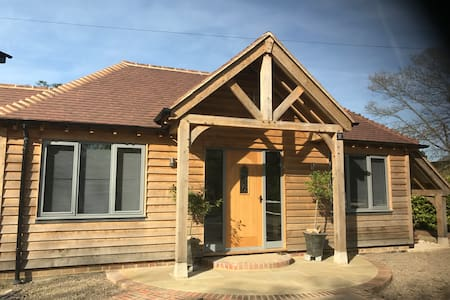 Beautifully Presented, One Bedroom Lodge Cranleigh - England - Almhütte