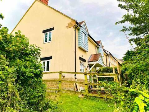 Barrington Mews 5* luxury country modern cottage