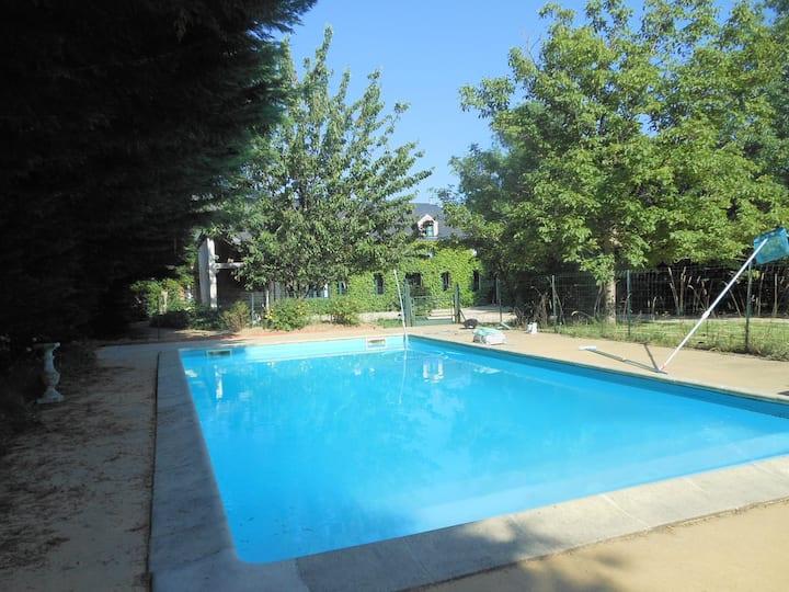 Maison de caractère, piscine privée 8 personnes