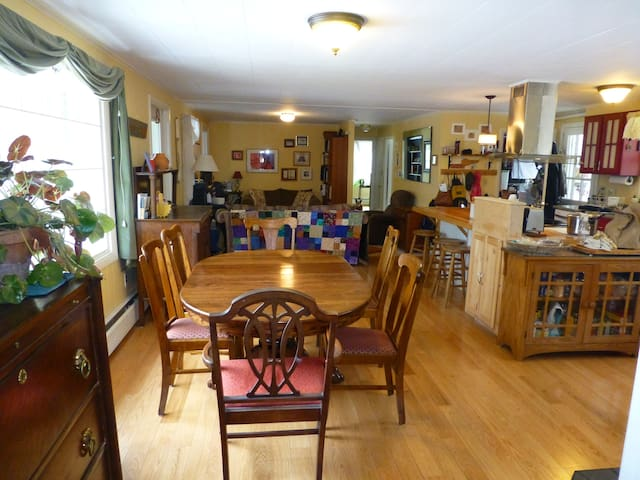 Cozy Home for kids/pets/skiing or Graduation Wknd - Thetford - House