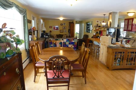 Cozy Home for kids/pets/skiing or Graduation Wknd - Thetford