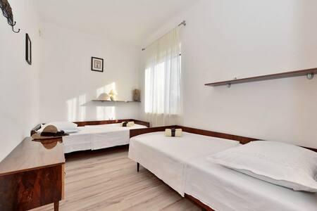 Apartments Lučić / Two Bedrooms A2 - Sumartin