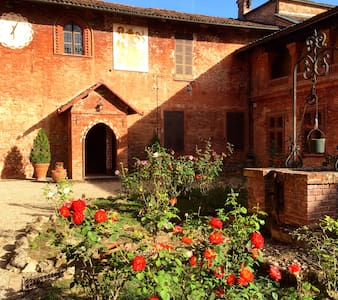 Foresteria del castello di Monale  - Bed & Breakfast