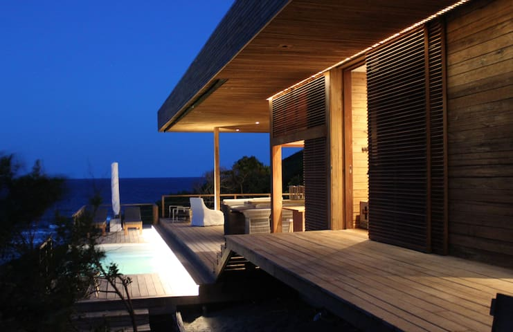 Vista Abril, beachside villa in nature reserve
