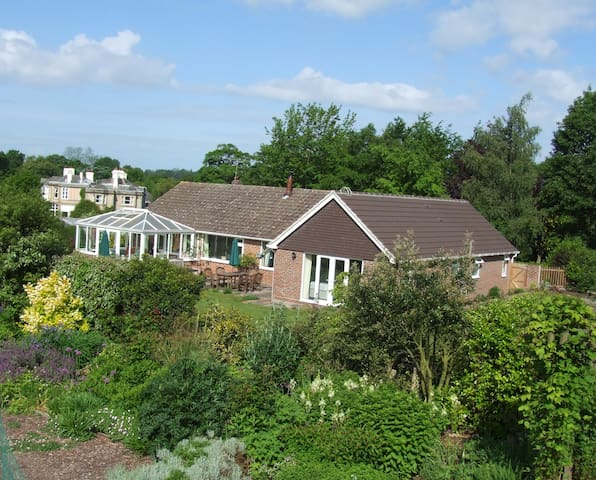 Courtlands B&B in rural Sussex - Sharpthorne - Bed & Breakfast